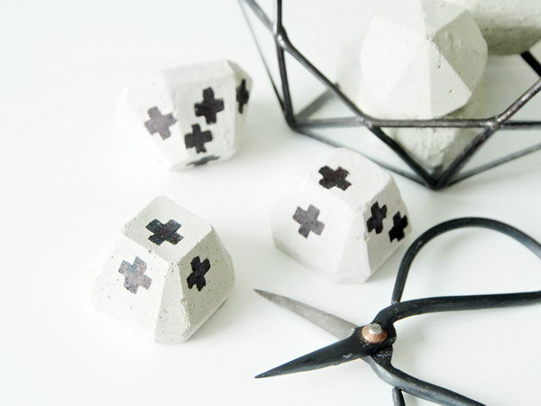 DIY Concrete Paper Weights