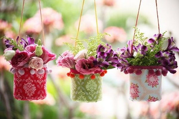 DIY Pretty Hanging Vases From Plastic Bottles. Check out the instruction