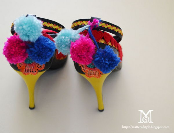 DIY Pom Pom Shoe Ties. Get the tutorial