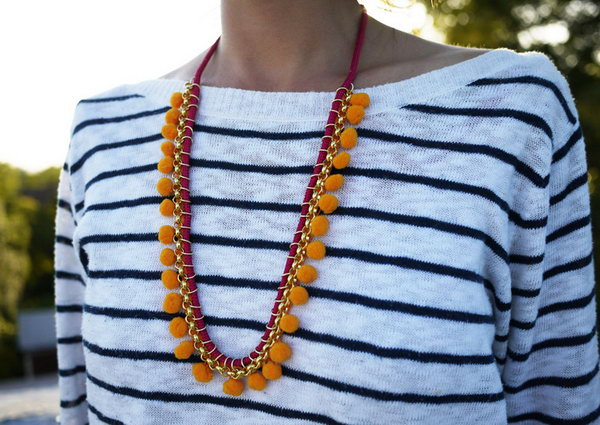 DIY Pom Pom Necklace. Get the directions