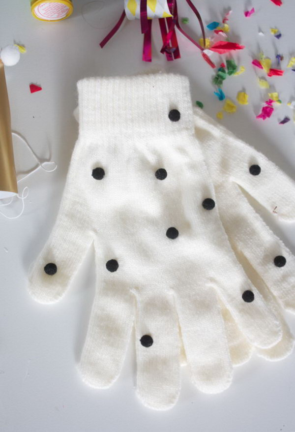 DIY Pom Pom Gloves. Get the tutorials
