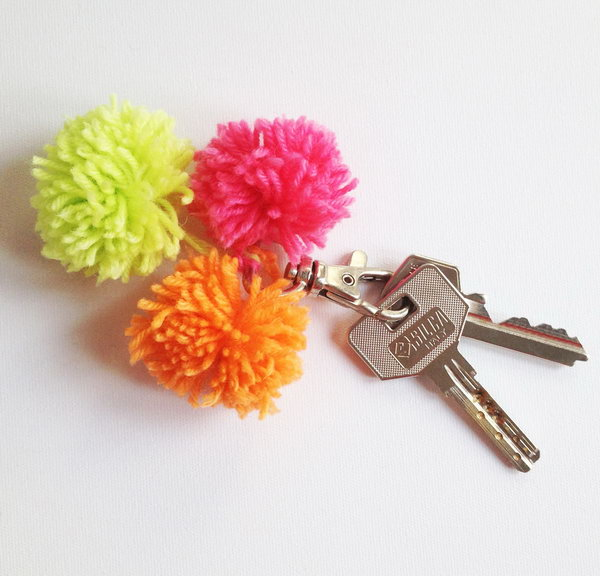 DIY Pom Pom Keychain. See how to make it