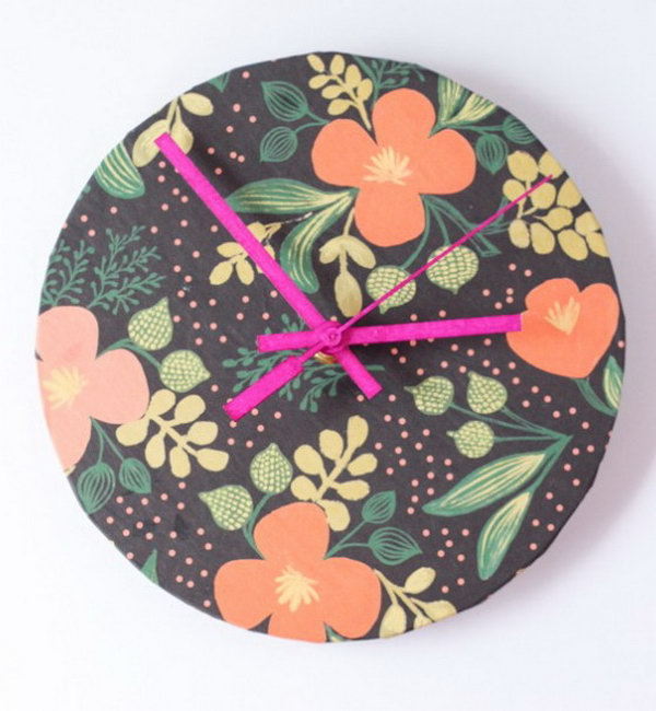 Wrapping Paper Clock. Check out the tutorial