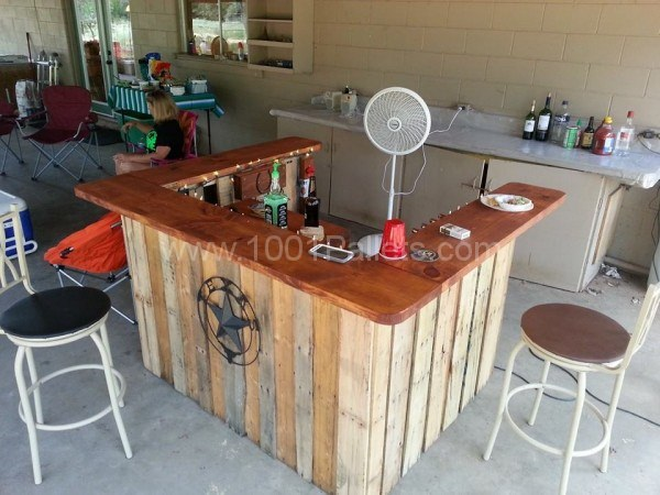 40 creative diy pallet furniture project ideas for Diy outdoor bar top