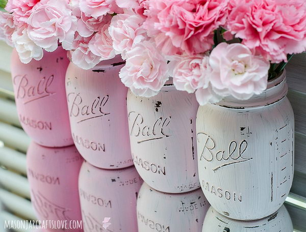 Pink Ombre Painted Mason Jars. Check out the tutorial