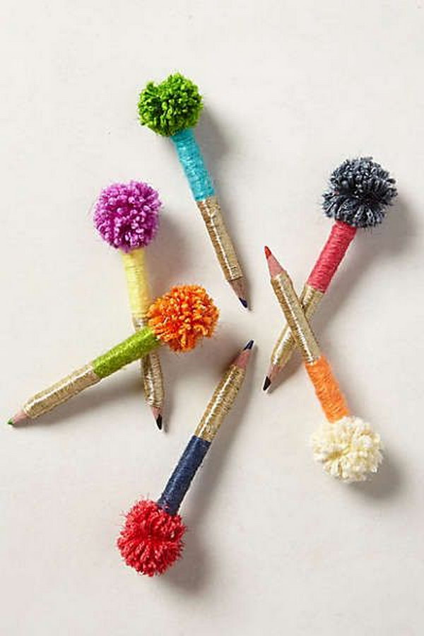 Pom Pom Pens. How fun and colorful are these pom pom pens! This awesome pom pom DIY pen must be your new favorite one. Learn how to make one for yourself with the tutorial
