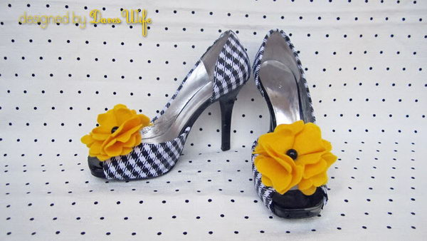 DIY Black and White Lattice Shoes. Get the tutorial