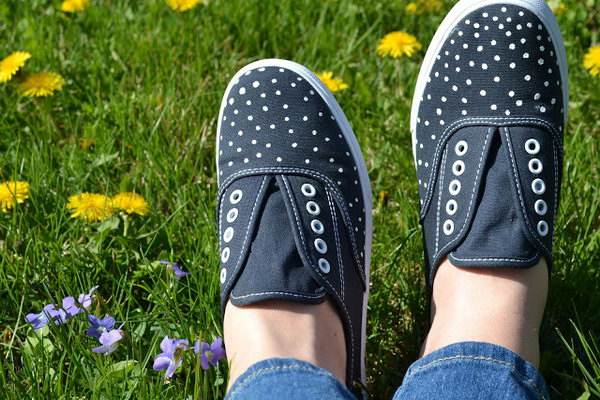 DIY Polka Dot Sneaks. Get the tutorial