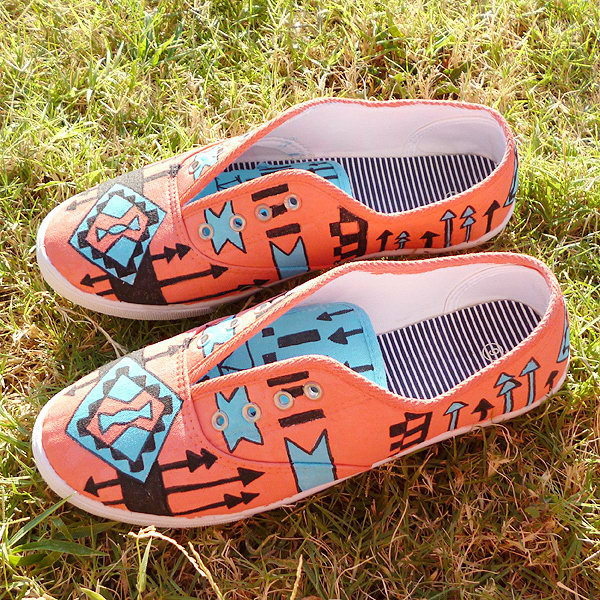 Tribal Tennies Shoes DIY. Get the directions