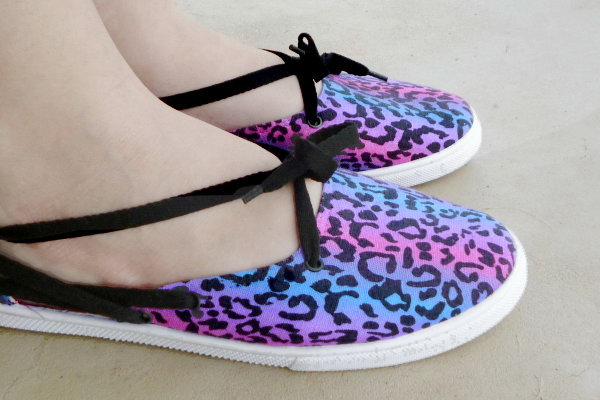 Shoe Makeover: Tennies to Laced Up Flats. See the tutorial