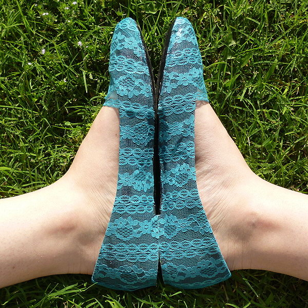 DIY Fun and Lacy Flats. Check out how