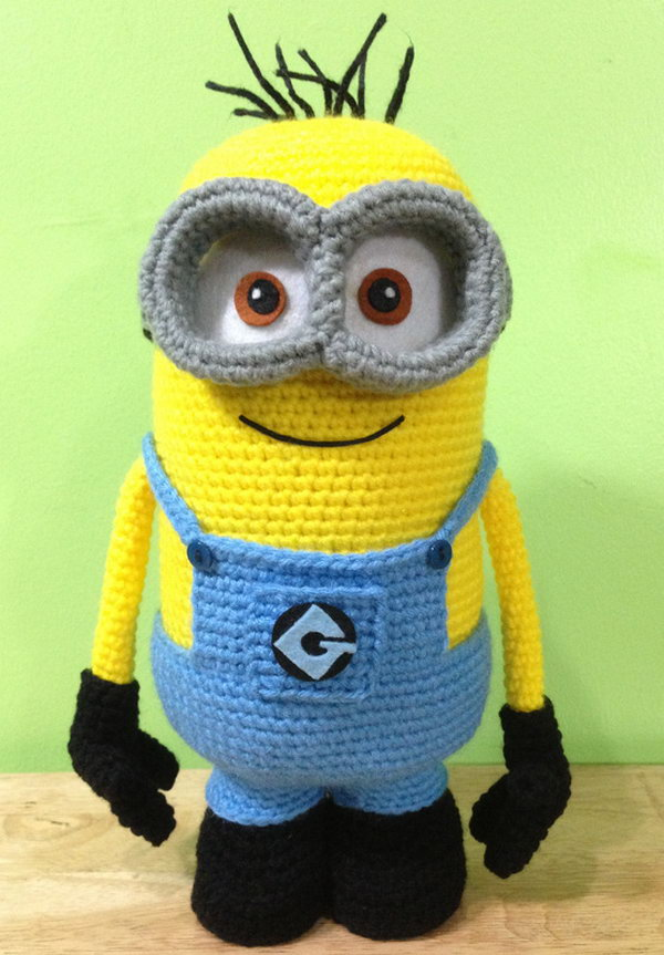 DIY Crochet Minion. Get the full tutorial