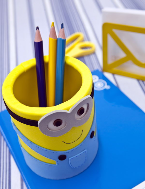 Pencil Holder of Minions. See the tutorial