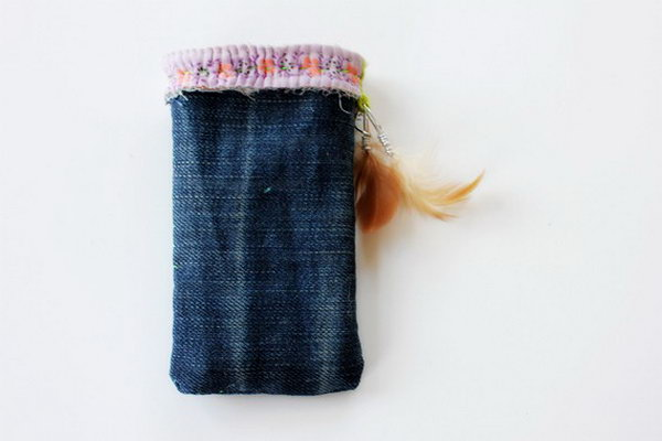 DIY Denim Phone Case. See how to make it