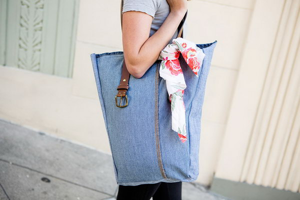 DIY Jeans Bags. Get the tutorial
