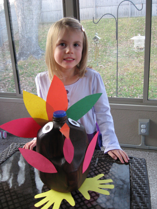 DIY Milk Jug Turkey . This is a fun and easy turkey activitiy you can do with your little ones to celebrate Thanksgiving! Tutorial via