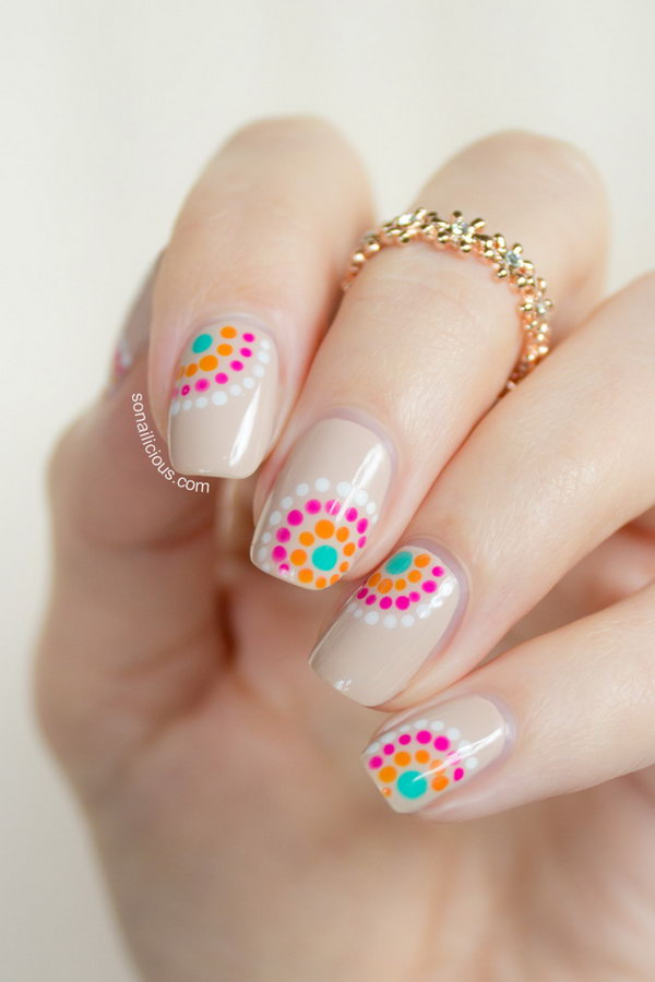 Summer Dotticure with FOA Screen Siren. Love the color combination of those dots on the nails very much! Get the tutorial