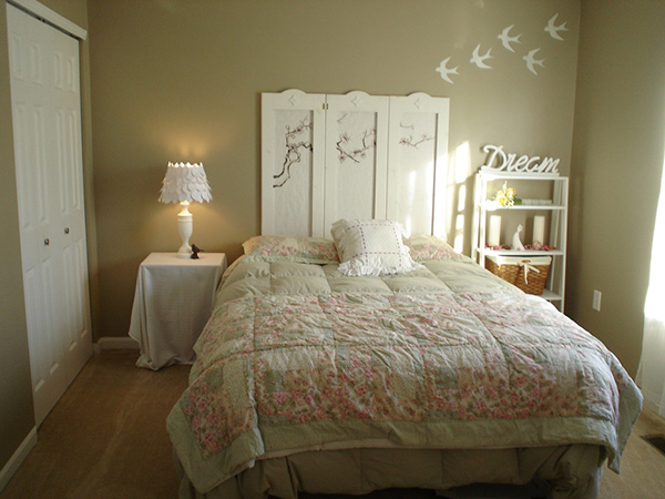 The Dreaming Bedroom Styled With Beige Wall Paint And White Furniture 22 Shabby Chic