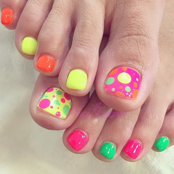 Colorful Polka Dots Toe Nail Design.