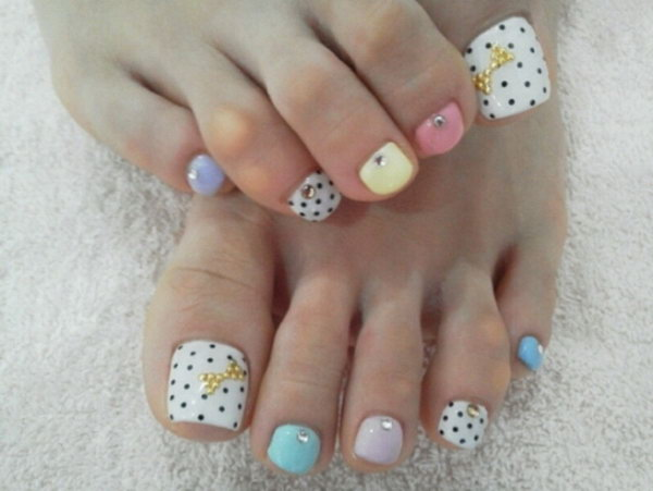 Polka Dots and Rhinestone Toe Nail Design.
