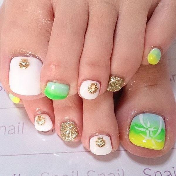 Gold Seashell Toe Nail Design.