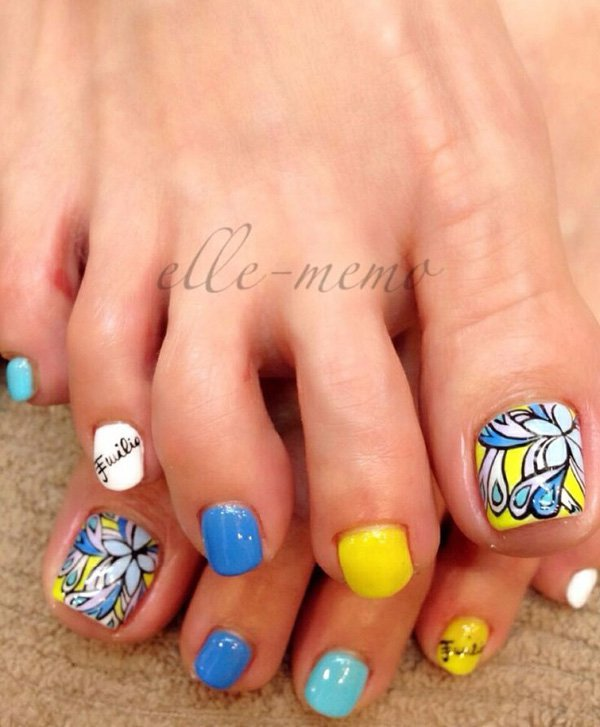 Neon Abstract Shaped Flower Toe Nails.