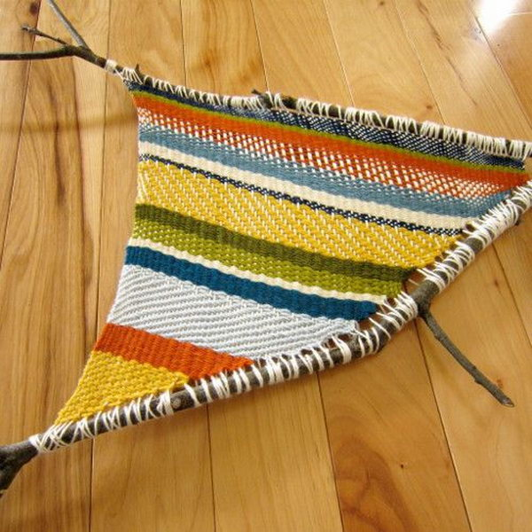 Fun Twig Weaving Craft. This is a fun nature activity for crafty and creative kids that just uses yarn and twigs.