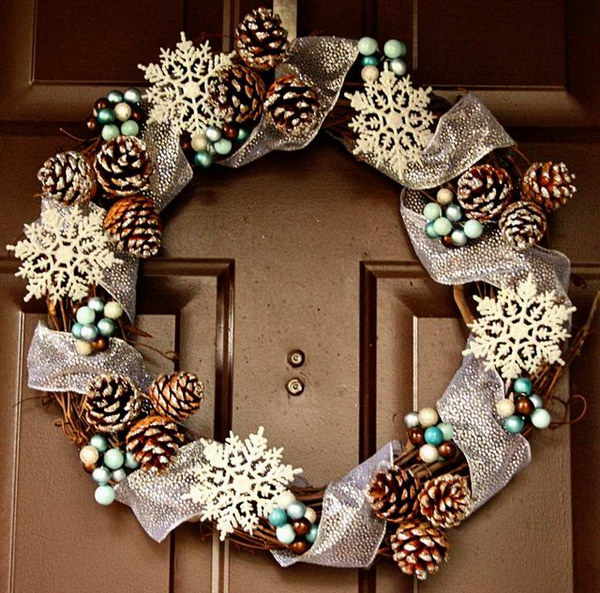 DIY Pinecone Wreath Tutorial