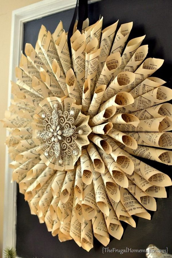 Easy and beautiful diy projects made with old books for Antique books for decoration