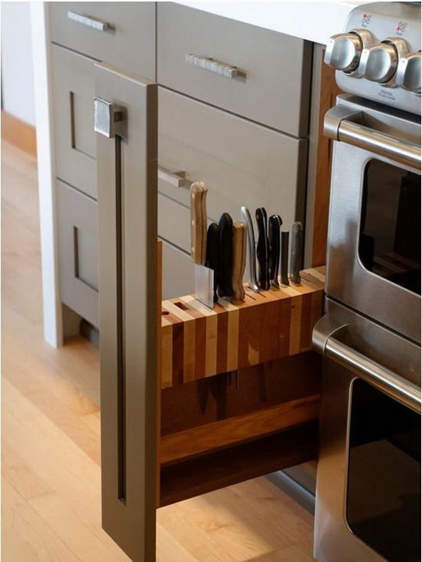 Slide out Knife Block.