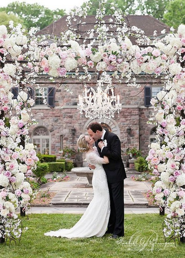 Romantic Flower And Crystal Chandelier Decorated Wedding Arch For Photo Booth