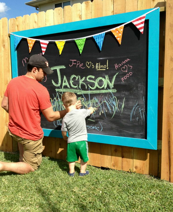 Outdoor Chalkboard for Summer Fun
