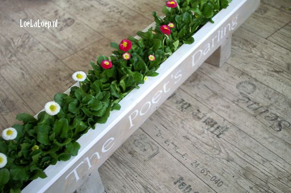 DIY Planter from Reclaimed Pallet Wood