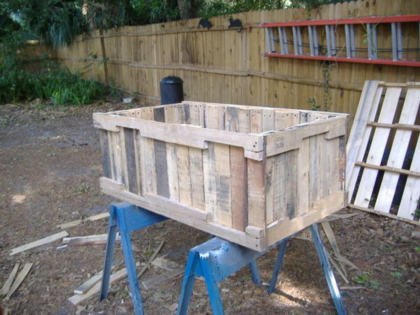 Planter From Pallets Without Having To Pull Out Each Nail