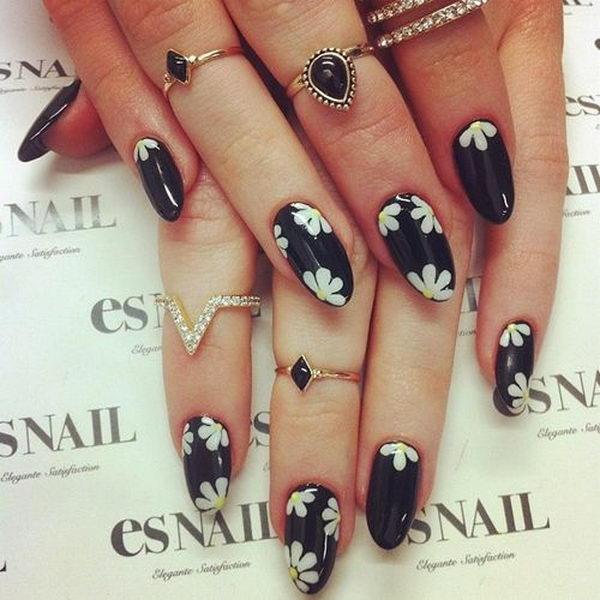 Black & White Floral Nails.