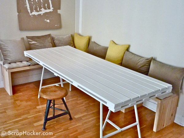 DIY Pallet Dining Table.  See the tutorial