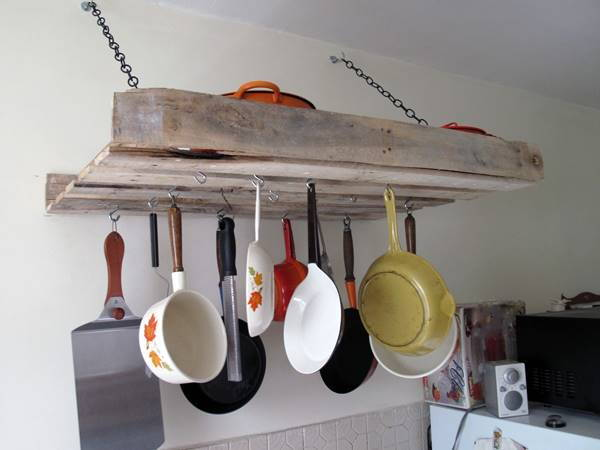 DIY Pallet Pot Rack. Get the tutorial
