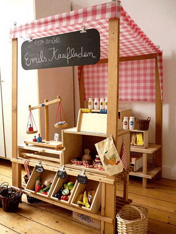DIY Pallet Kid Grocery Store.