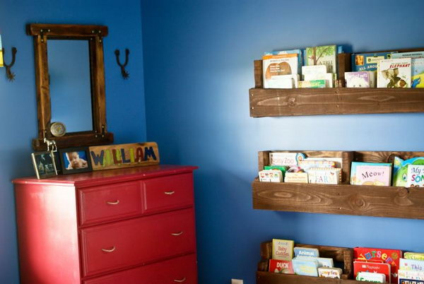 Wood Pallet Bookshelf.  Get the tutorial