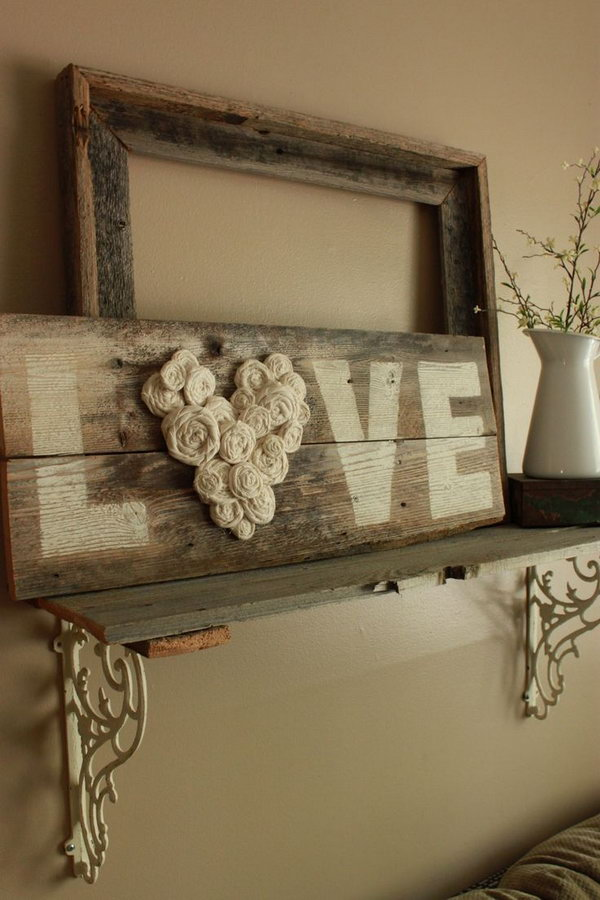 DIY Fence Wood LOVE Sign. Check out the tutorial