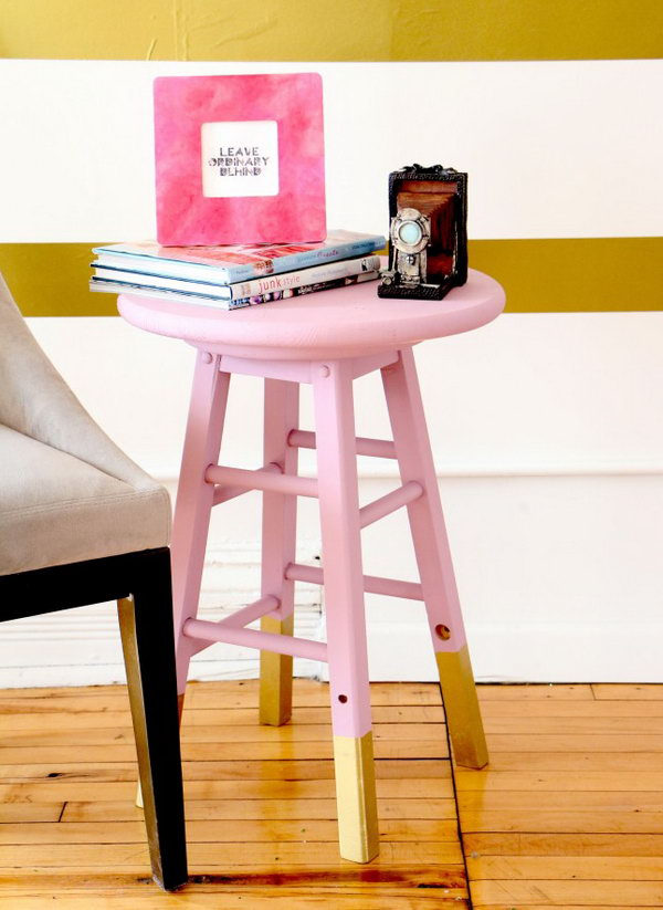 DIY Chalk Painted Side Table. Get the tutorial