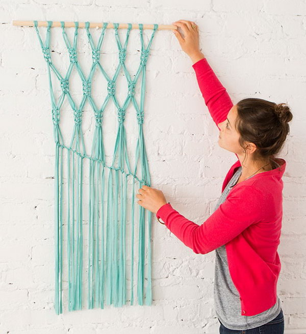Gorgeous Macrame Wall Hanging. Get the tutorial