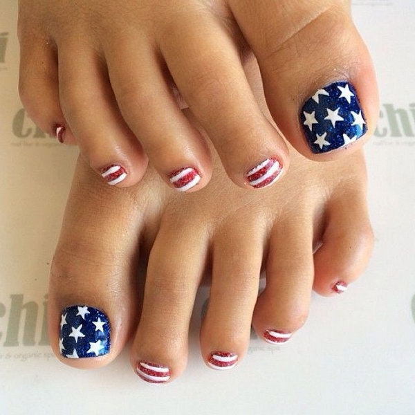 Strips and Stars Patriotic Toe Nails.