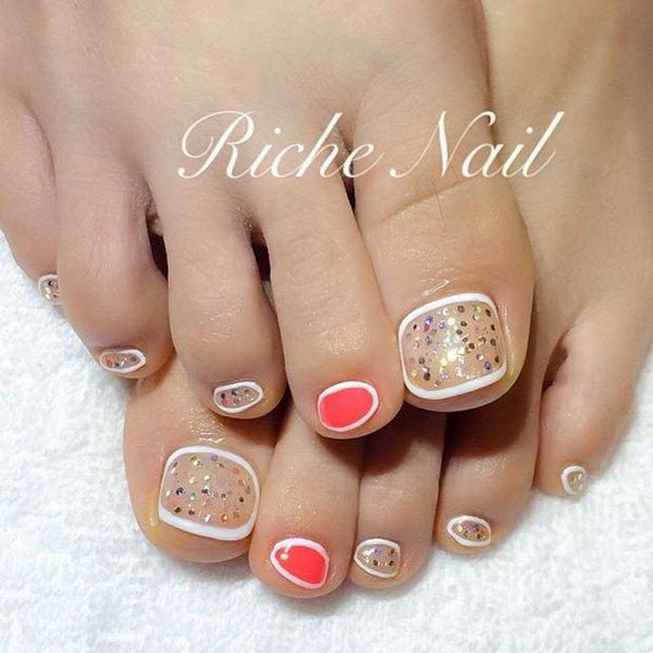White and Gold Borderline Toe Nail Design.