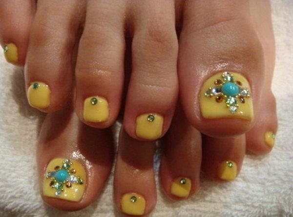 Bindis Or Rhinestones Toe Nail Art.