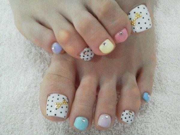 Polka Dots and Rhinestone Toe Nail Design.