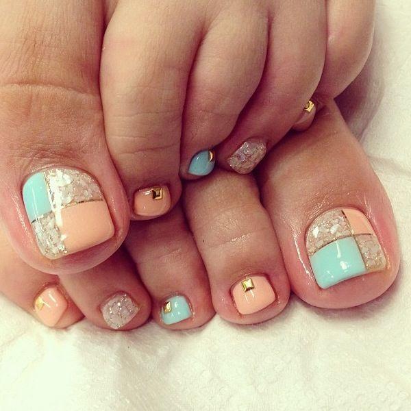 Square Shaped Gold Bead Toe Nails.