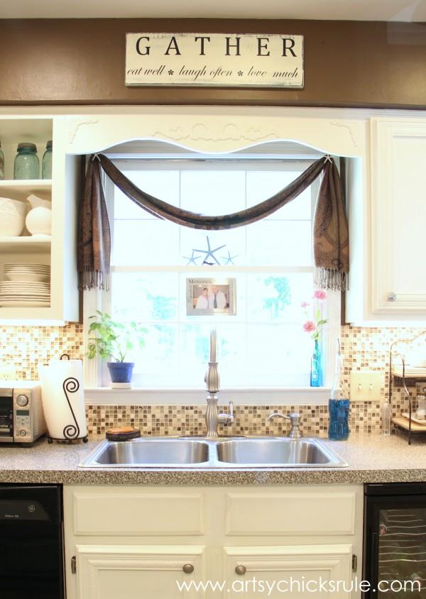 DIY Kitchen Window Sign. Get the tutorial