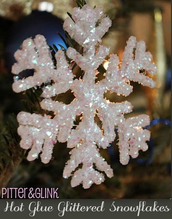 DIY Hot Glue Glittered Snowflake Ornaments .